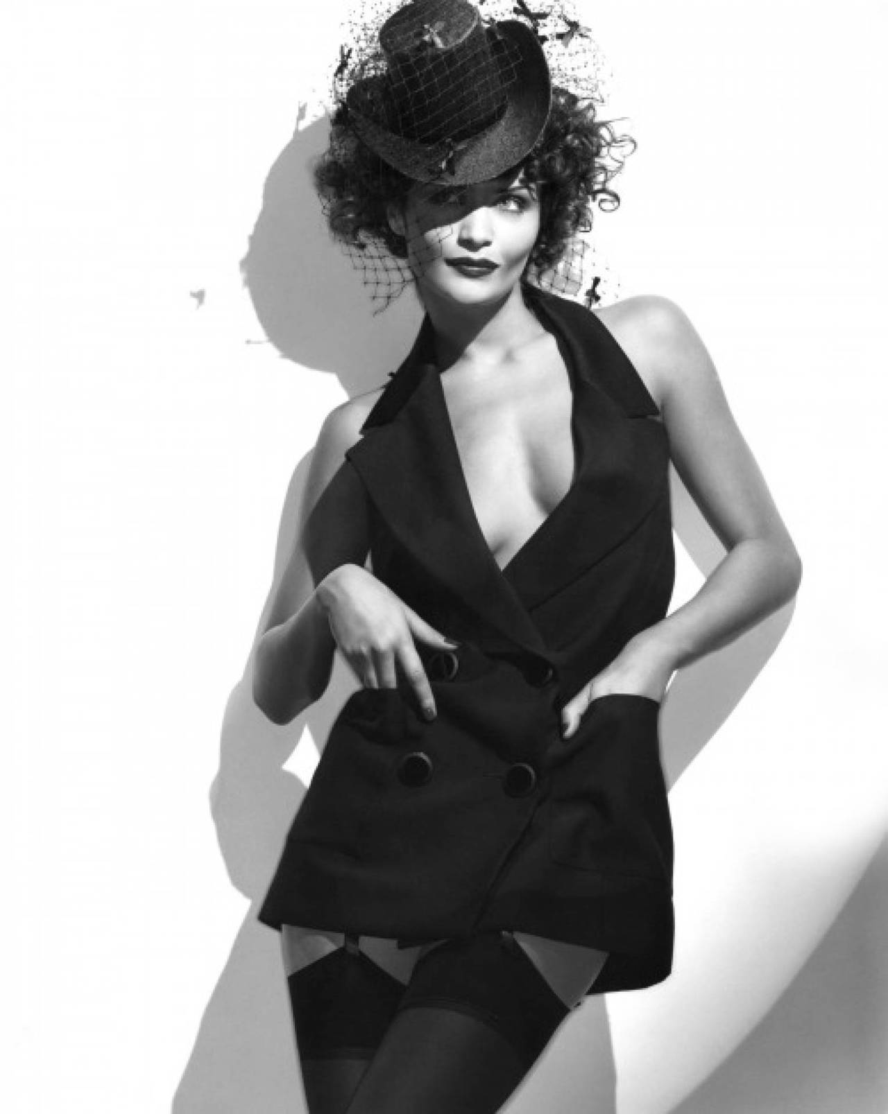 Helena Christensen black hat