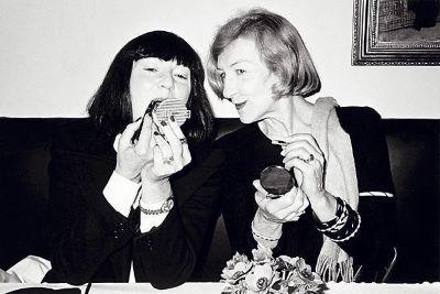 June Newton, Andree Putman, Making up, Restaurant Les Bouchons, Paris 1981